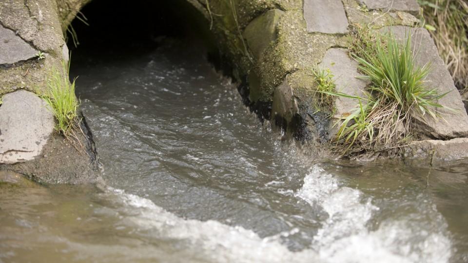 Schmutzwassereinleitung in die  Bílina bei Most